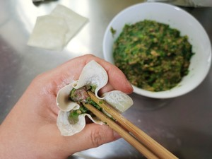 Step 7 of making fresh and smooth beef and coriander small wontons (with two kinds of small wontons)