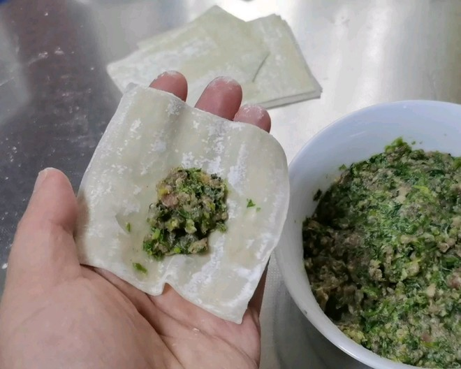 How to make fresh and smooth beef and coriander small wontons (with two kinds of small wontons)