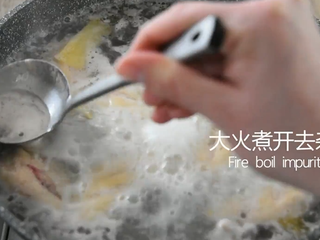 Coke chicken wings are really not as difficult as you think, come and learn! , Boil over high heat to remove impurities