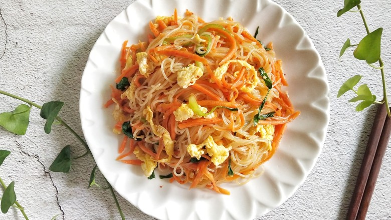 Fried vermicelli with egg