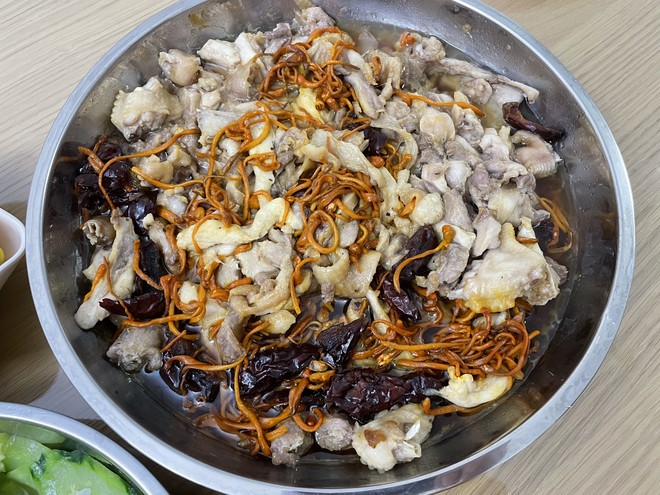 Steamed Chicken with Cordyceps Flower