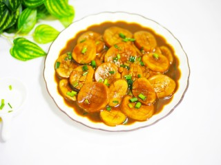 Pleurotus eryngii with oyster sauce that is more delicious than meat, put it in a pan, sprinkle with chopped green onion, and start eating.