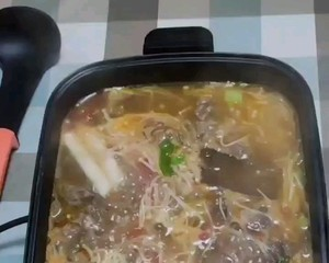 The sour soup beef hot pot tastes great 👍🏻 Step 4