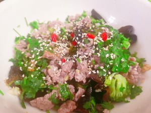 Super tender beef mixed with fungus and broccoli Step 4