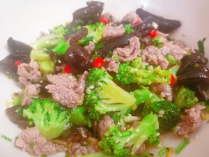 Super tender beef mixed with fungus and broccoli Step 5
