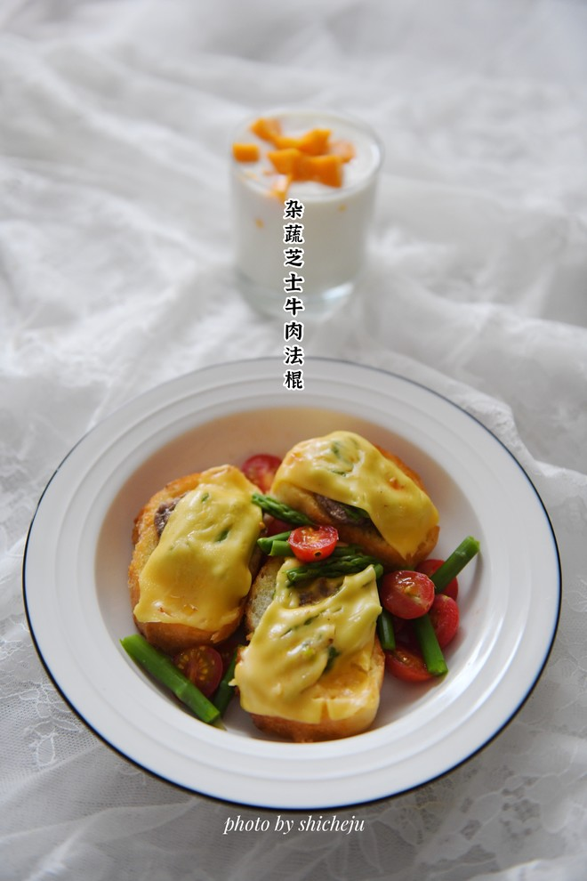 Light Food Series--The practice of mixed vegetable cheese beef French loaf & mango yogurt
