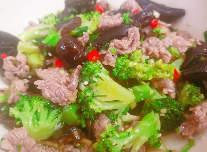 Super tender beef mixed with fungus and broccoli